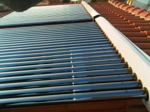 Vakumski solarni kolektori na kosi krov